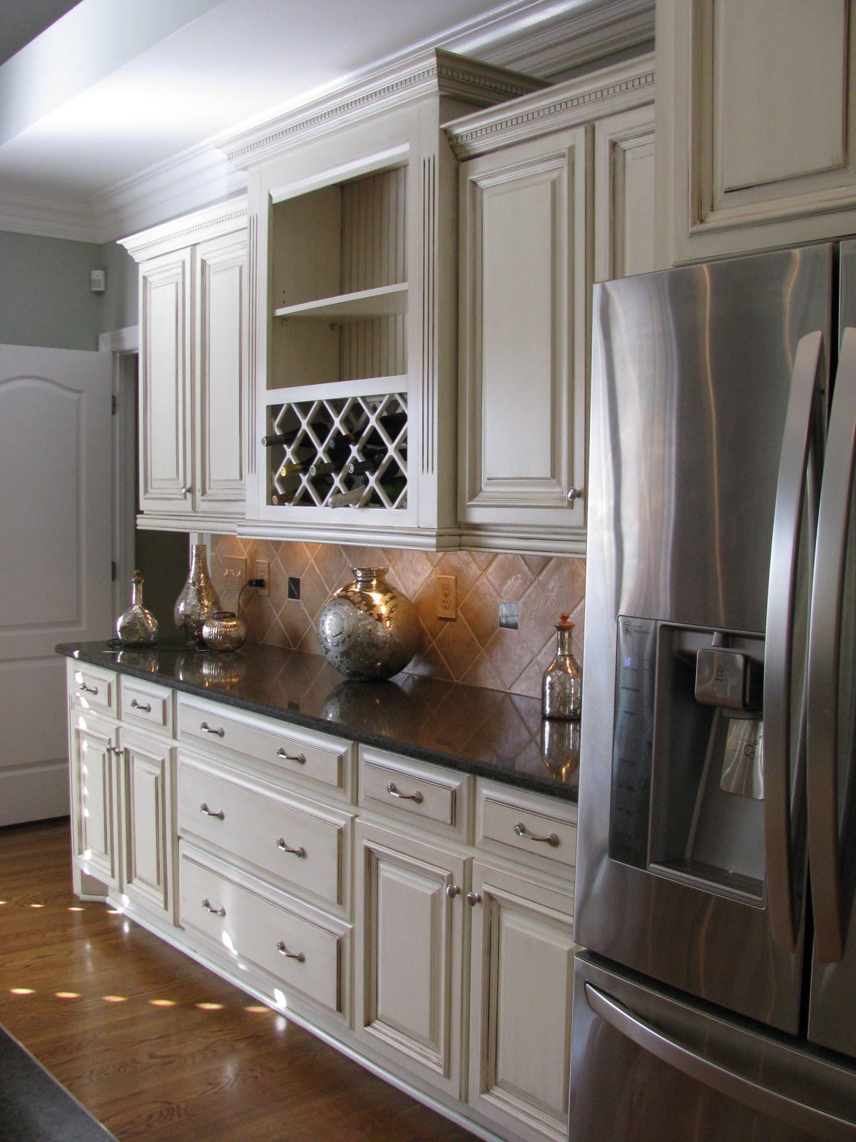 Cream Kitchen Cabinets With Chocolate Glaze Beautiful off white